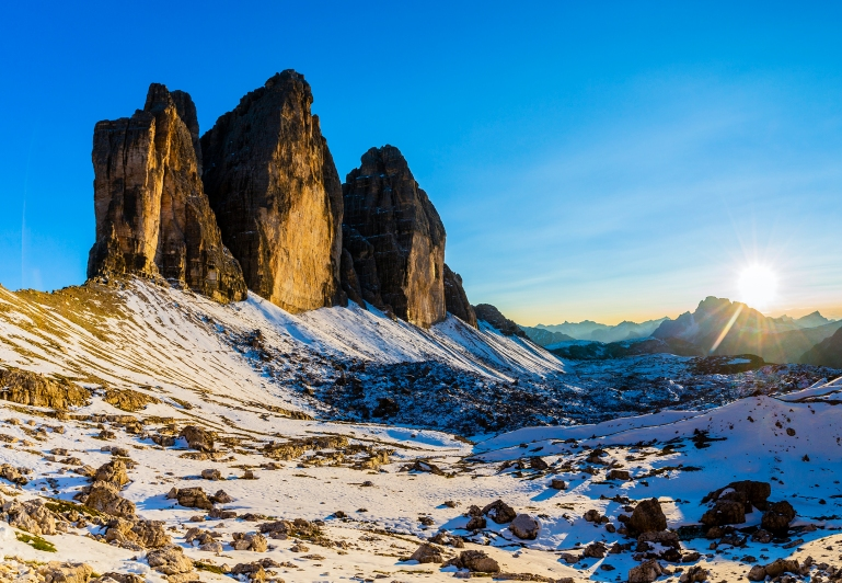 Tre Cime di Lavaredo, Drei Zinnenin beautiful panorama with surr